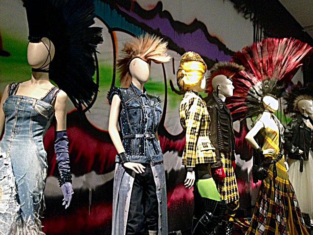 Jean Paul Gaultiers Punk Kreationen in der Kunsthalle München