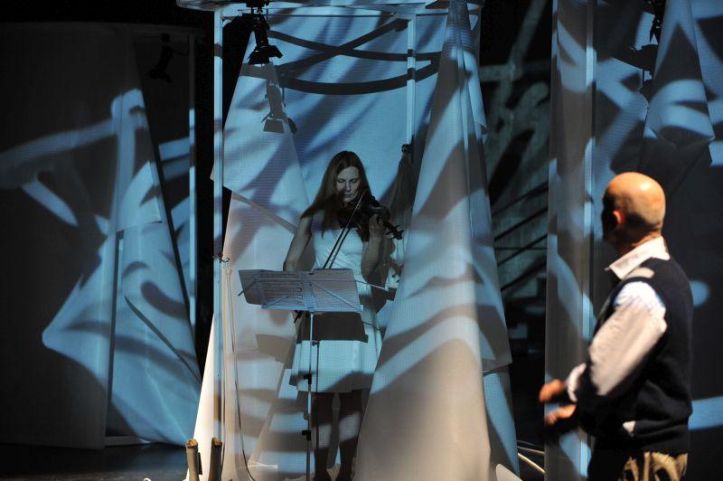 Musicophilia - Regie Axel Tangerding , Meta Theater