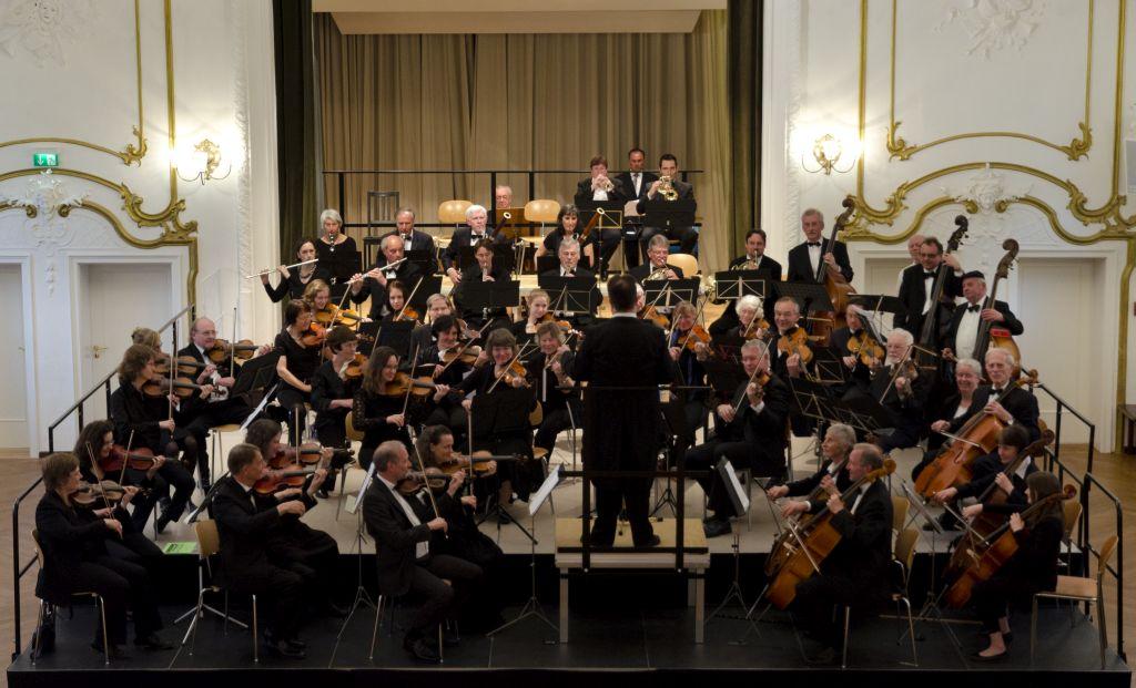 Holzkirchner Symphoniker unter ihrem Dirigenten Andreas Ruppert