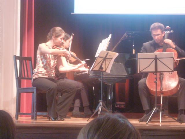 Cathrin Paul wird musikalisch unterstützt vom Klaviertrio Katja Lämmermann, Miriam Heuberger, Ullrich Witteler (v.l.)