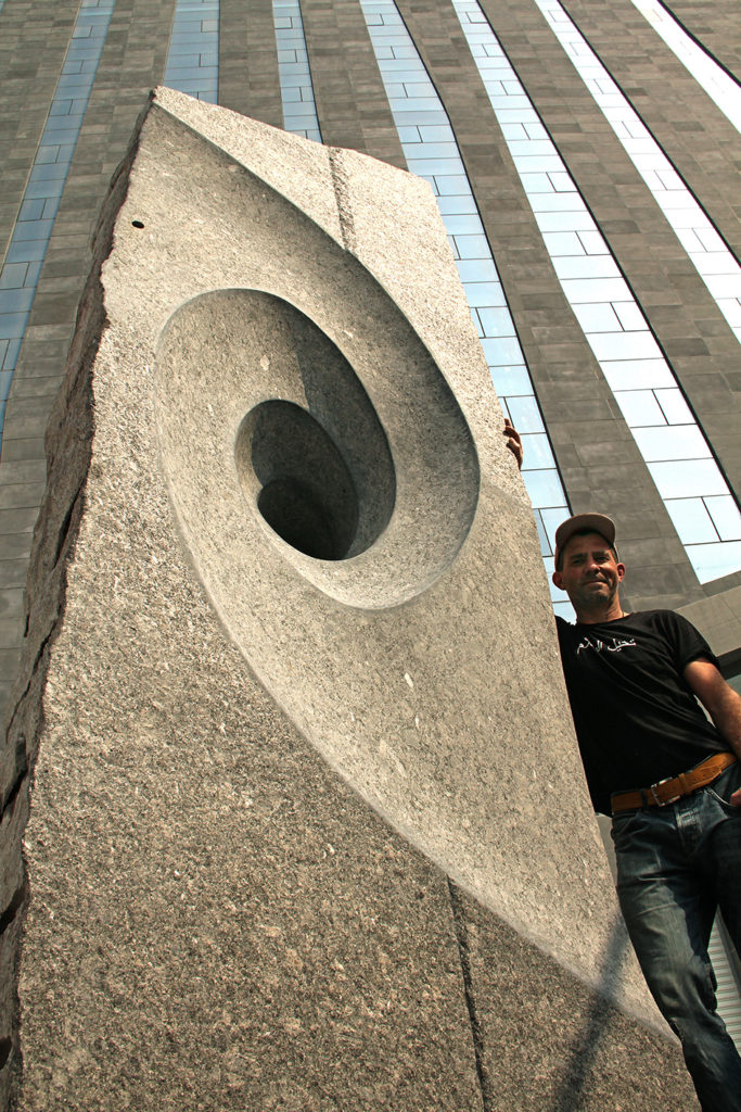 "Granitskulptur ""Eternity"" mit TOBEL"