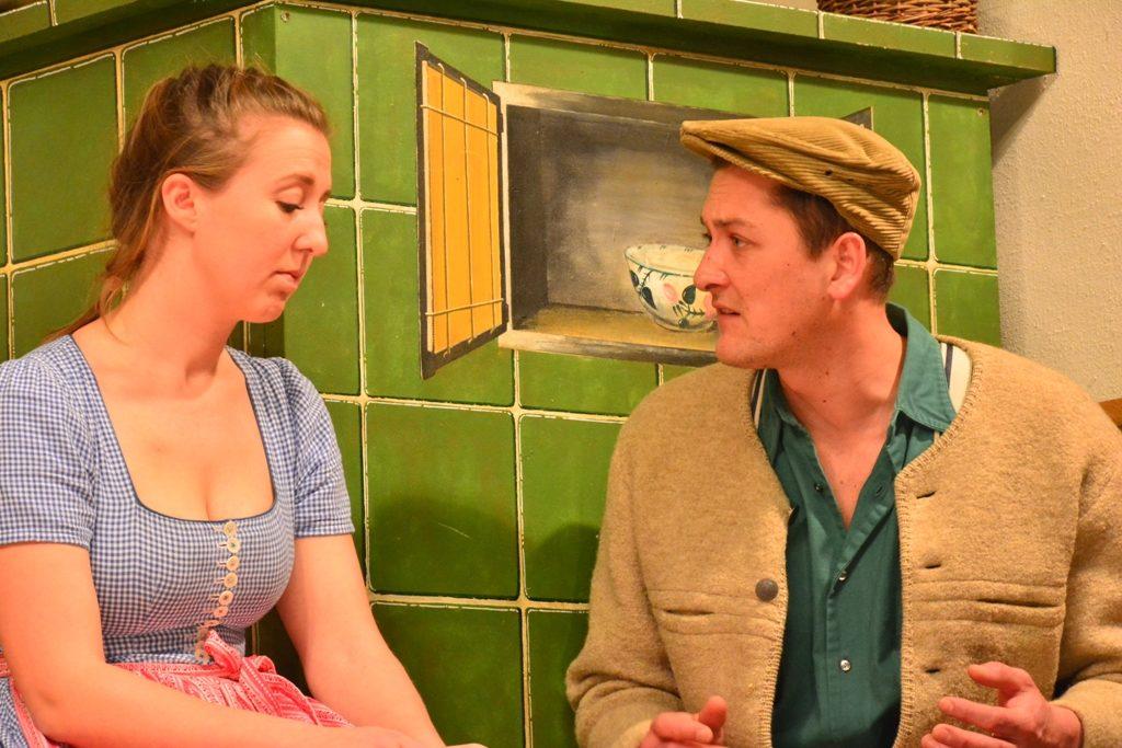 Theaterbühne Warngau - Erste Liebe, Kathi (Franziska Hampel) und Ignaz (Dominik Peraus)
