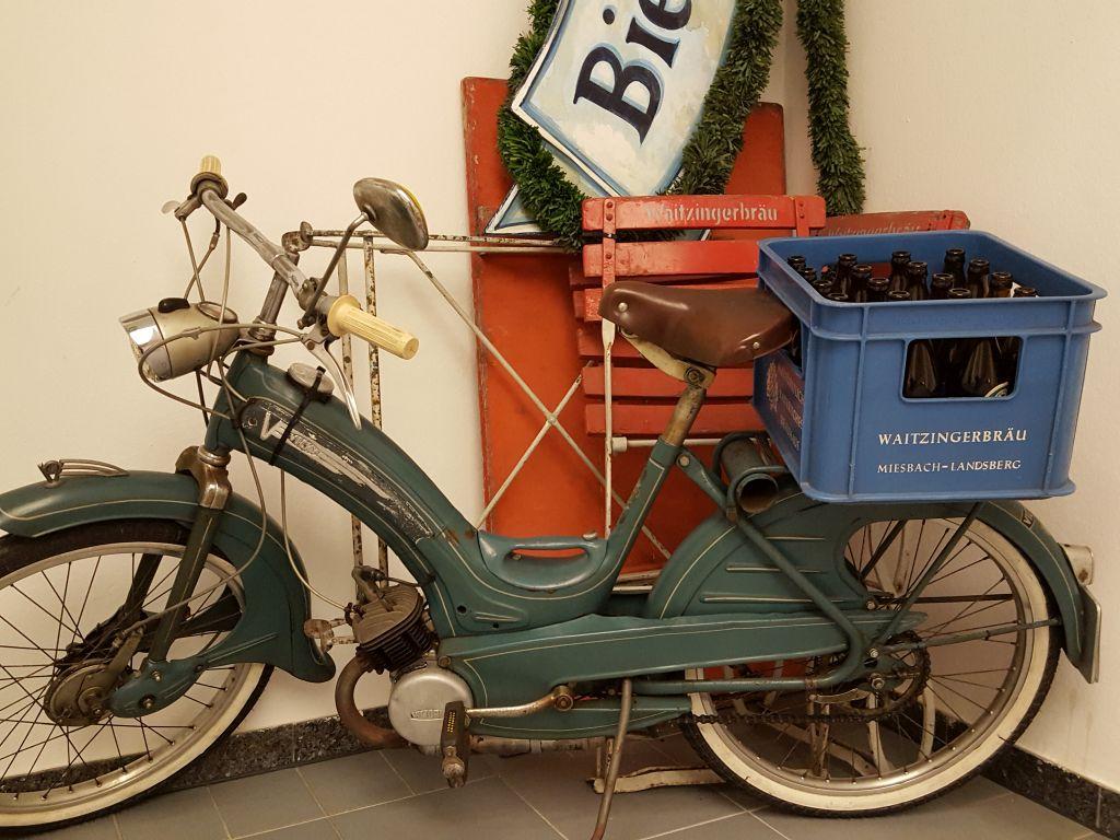 Ausstellung in Miesbach: Auf in den Biergarten - Ausstellung fer Waitzinger Sammlerfreunde