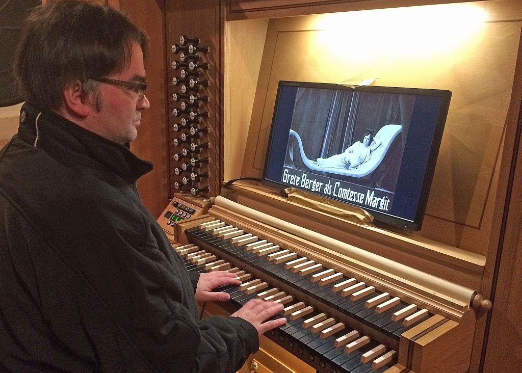 Alexander Pointner an der Orgel