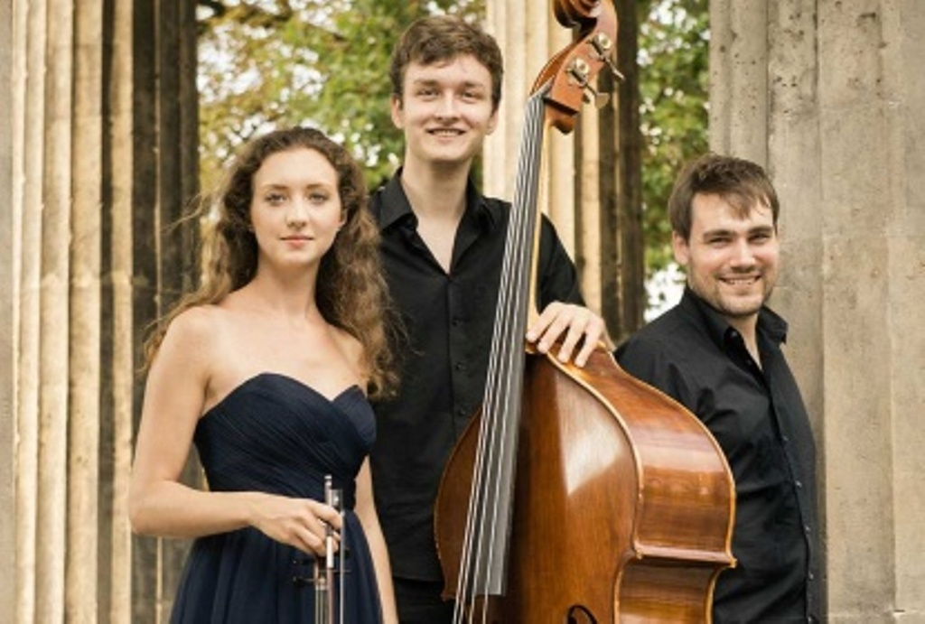 Trio Kontra: Johanna Pichlmair (Violine), Andreas Ehelebe (Kontrabass), Georg Michael Grau (Klavier)