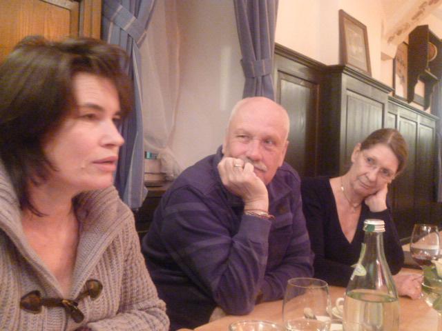 Anja Gild, Marc Tügel undCarola Wagner-Manslau beim Kulturstammtisch in Valley