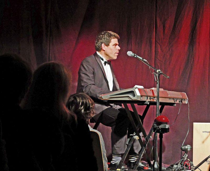 Bastian Pusch: per Buzzer zum Liedwechsel: Speckmann und Pusch im WeyHALLA