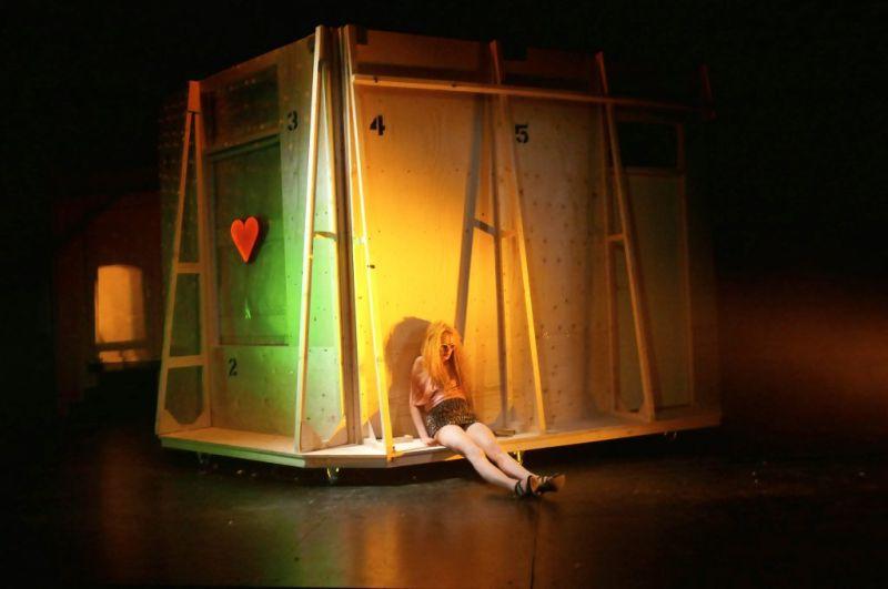 Waldviertler Hoftheater - Gretchen (Carina Werthmüller) als Prostituierte Foto: Hartl-Gobl