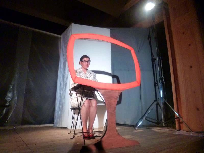 "Ensemble Theatrissimo - Gegrillte Lyrik - Sylvia Goriup in Loriots ""Fernsehansage"""