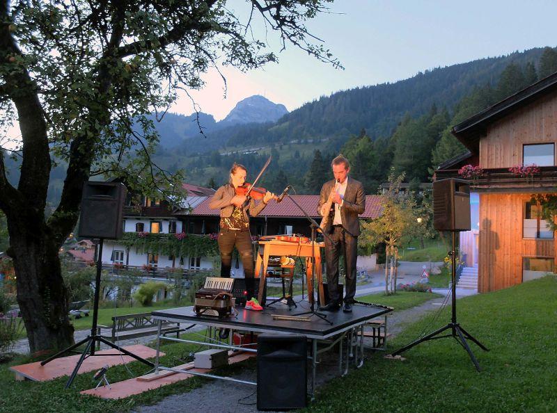 Spielen in den Abend hinein: Duo Härtel Trübsbach