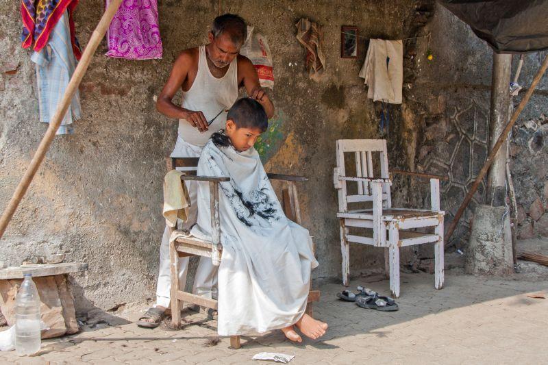 Foto: Beim Friseur, Indien.