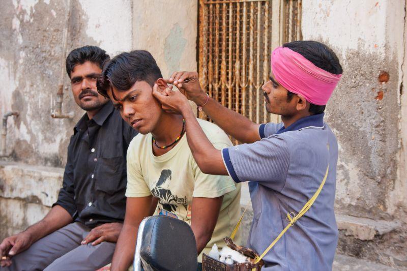 So geht Ohrensäubern in Indien.