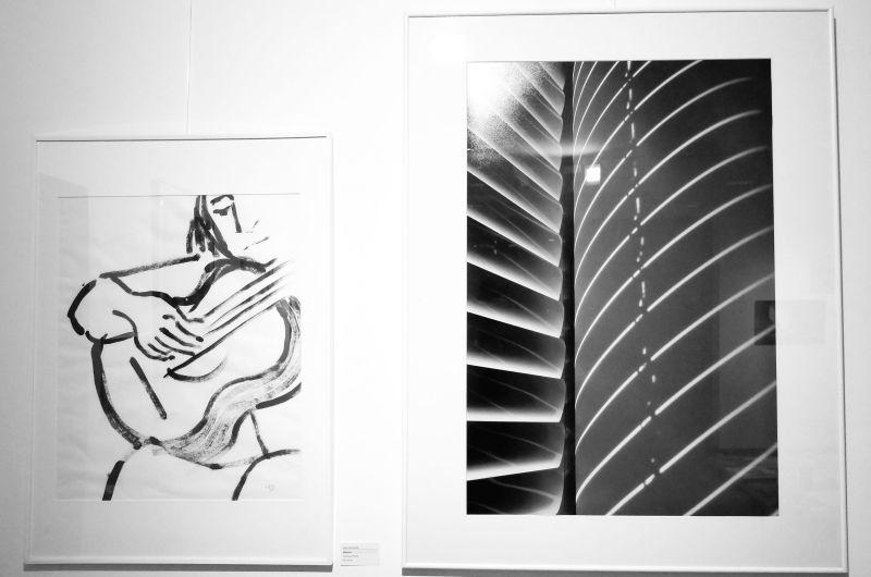 """Hilge Dennewitz """"Gitarrist"""" und Norbert Herbert """"Licht"""" in der Ausstellung """"Augenblicke"""" der Künstlergruppe Delta."""