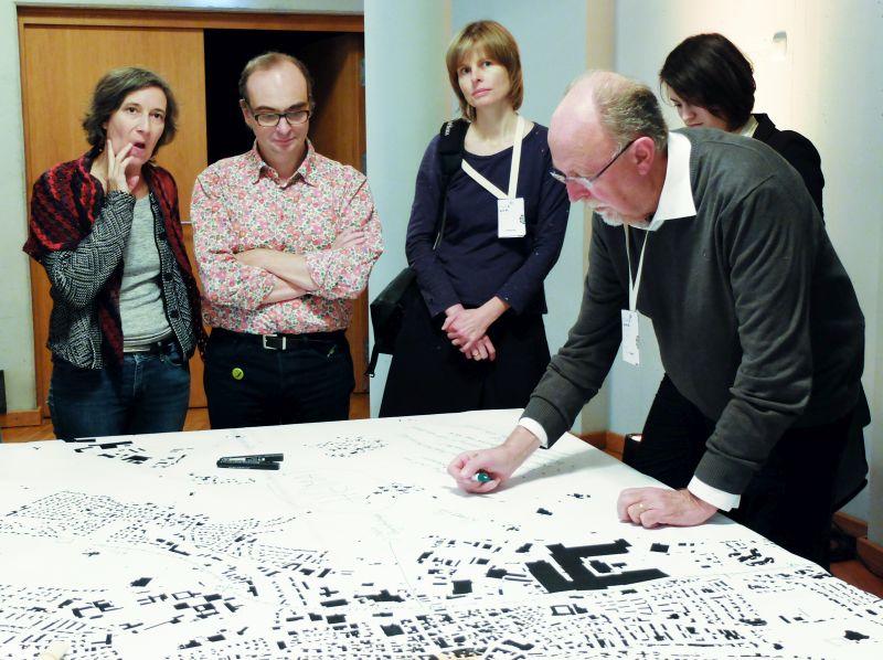 Ideenwerkstatt mit Michael Pelzer (rechts) beim Symposium Stadt.Land.Schluss. von designstudio koop