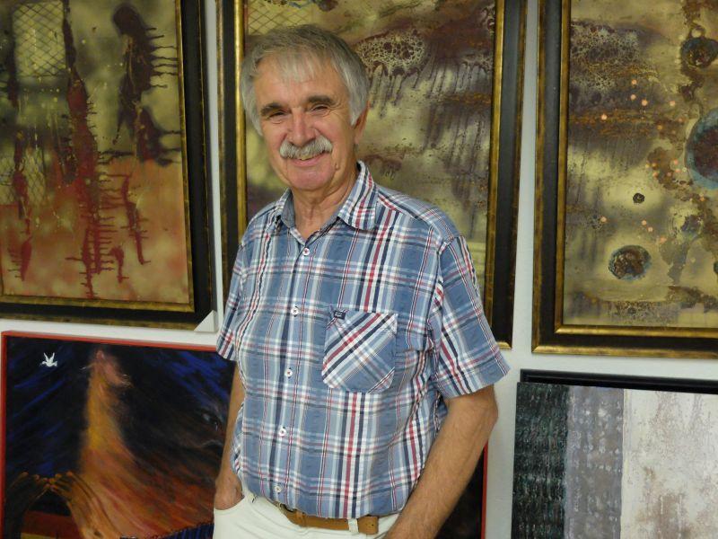 Kurt Gmeineder in seiner Atelierausstellung in Dürnbach