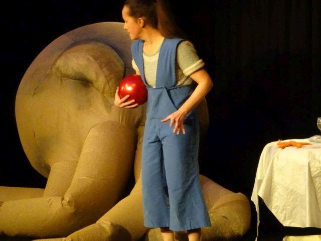 Im Angesicht der Riesenkrake – auf der Suche nach der Mutter, die sich zum Seehund verwandelt hat - Christiane Ahlhelm in einem Stück von vom Theater Kunstdünger