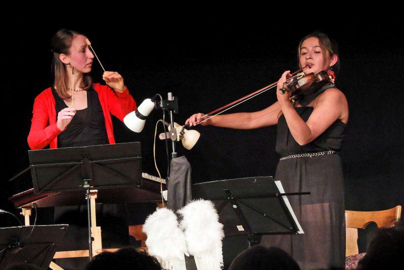 Lisa Schöttl und Larisa Bacher verzauberten das Publikum beim Weihnachtskonzert