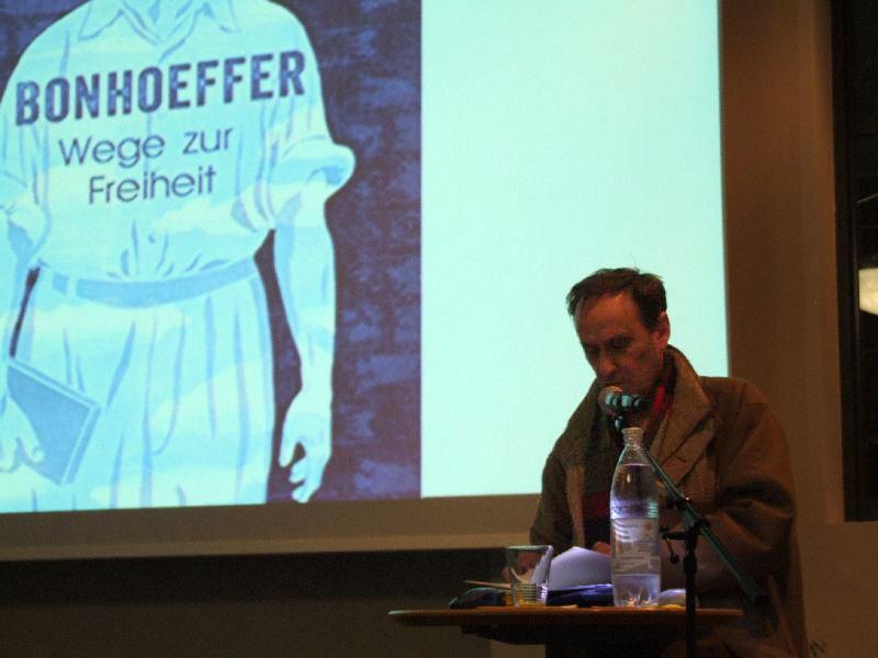 Alois Prinz liest in Holzkirchen aus seinem Buch über Dietrich Bonhoeffer