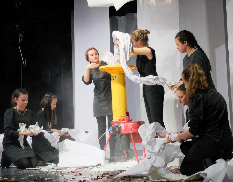Häcksler auf der Bühne - Theatergruppe Gymnasium Tegernsee