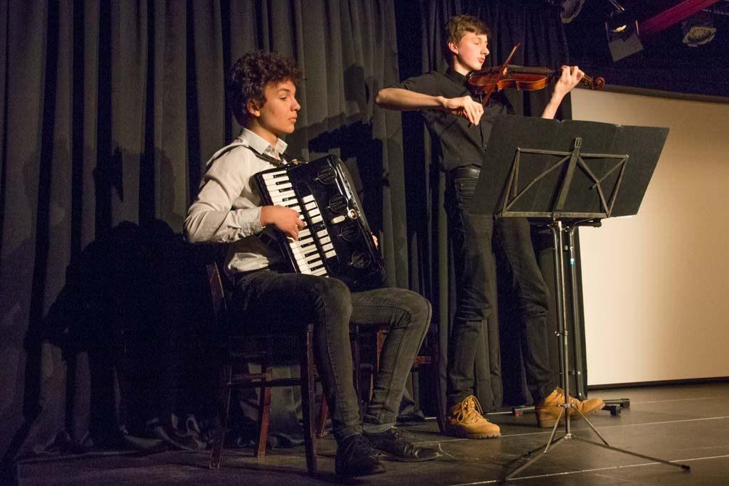 Virtuos an Akkordeon und Geige: Luis Henking und Tobias Thaller.