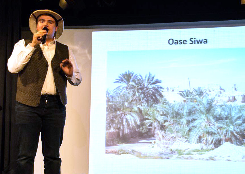 Diskutiert die Alexander-der-Große-Frage: Elias Schlögel beim 2. Science Slam in Holzkirchen