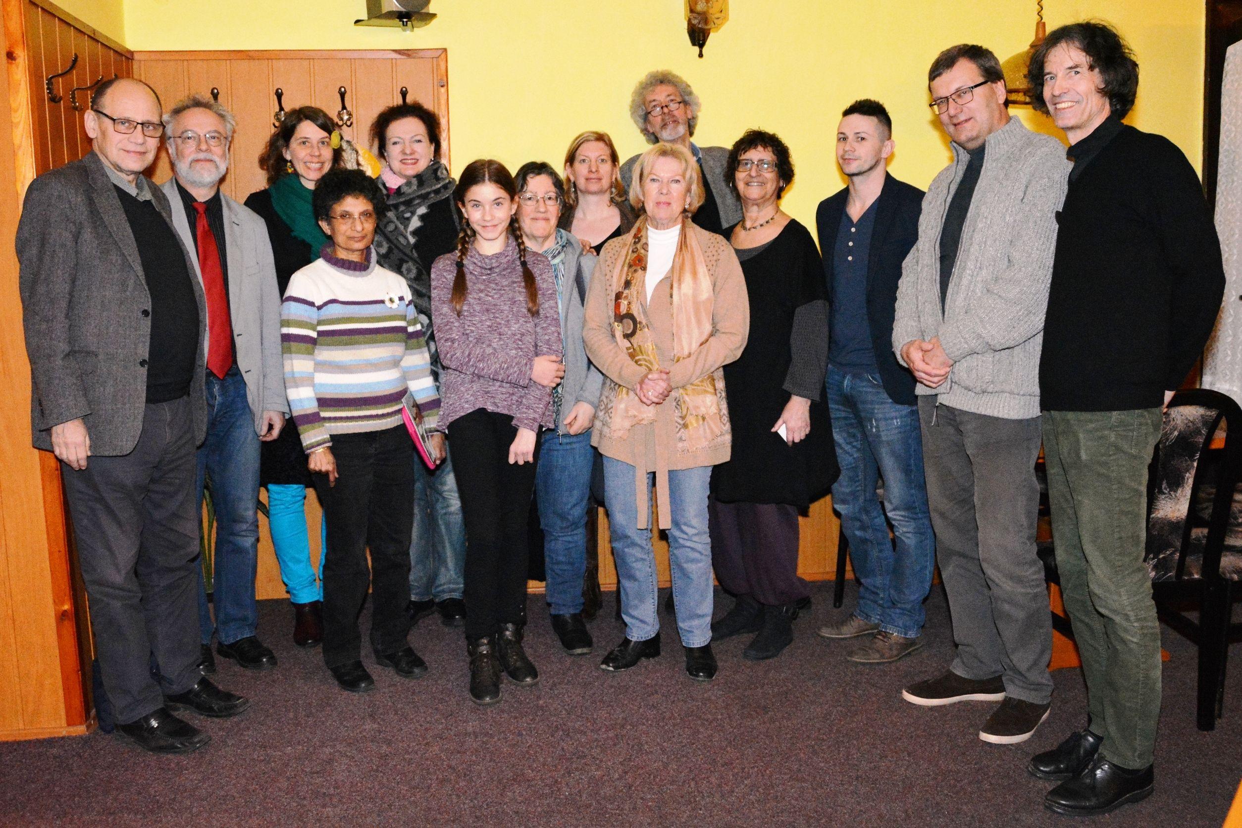 Vorstand und Mitglieder der Kulturbrücke Fratres, Monika Ziegler und Ines Wagner von KulturVision e.V. bei der Generalversammlung in Slavonice.