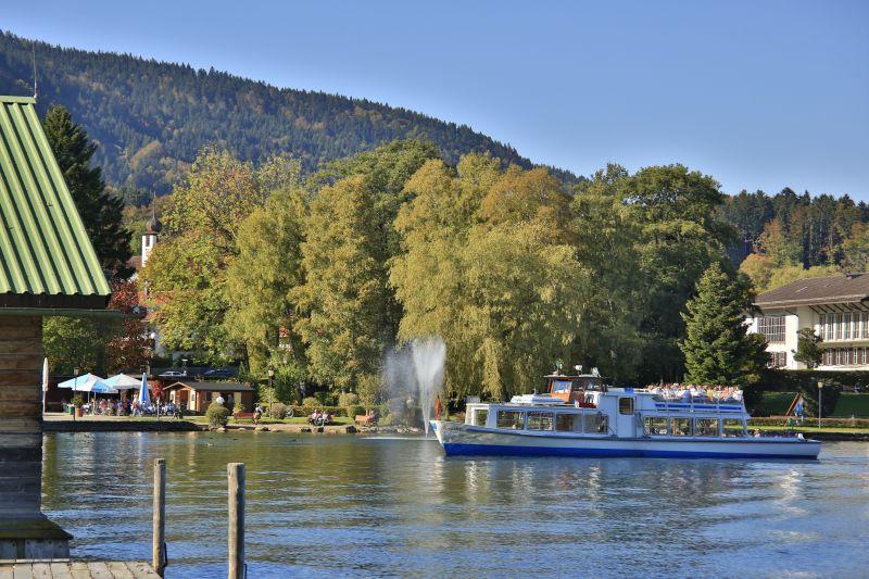 Schiffsanlegestelle Seepromenade Bad Wiessee