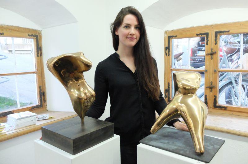 Antonia Leitner, Schülerin von Otto Wesendonck, und ihre Bronze-Torsi