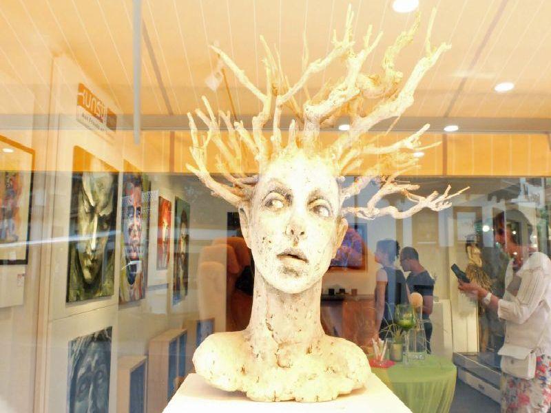 Figur Kechria von Tatjana Raum in der Galerie Kunst und mehr