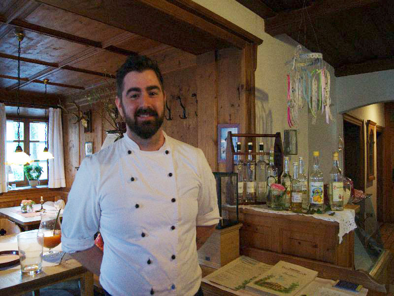 Herzlicher Wirt Georg Pfeiffenthaler bei den Kulinarischen Filmtagen in Bad Feilnbach