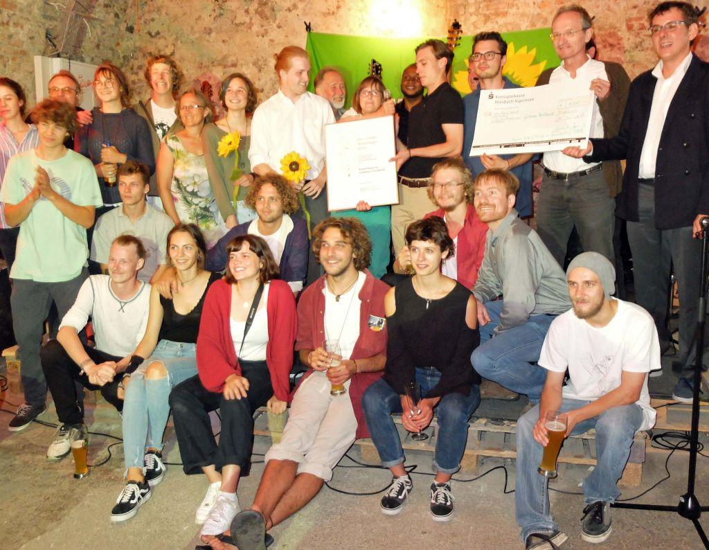 Preisverleihung des Grünen Wanninger durch DIE GRÜNEN Oberbayern an die Aktivisten der Goldenen Parkbank