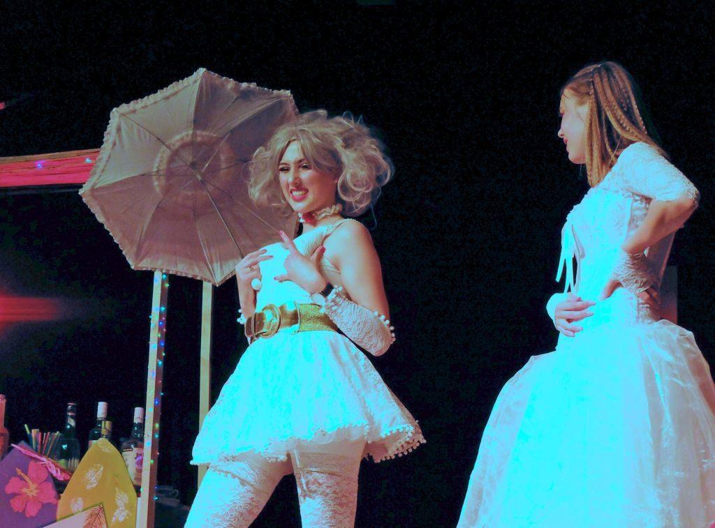 Schülertheater Tegernsee: Ohne Mariage geht nichts