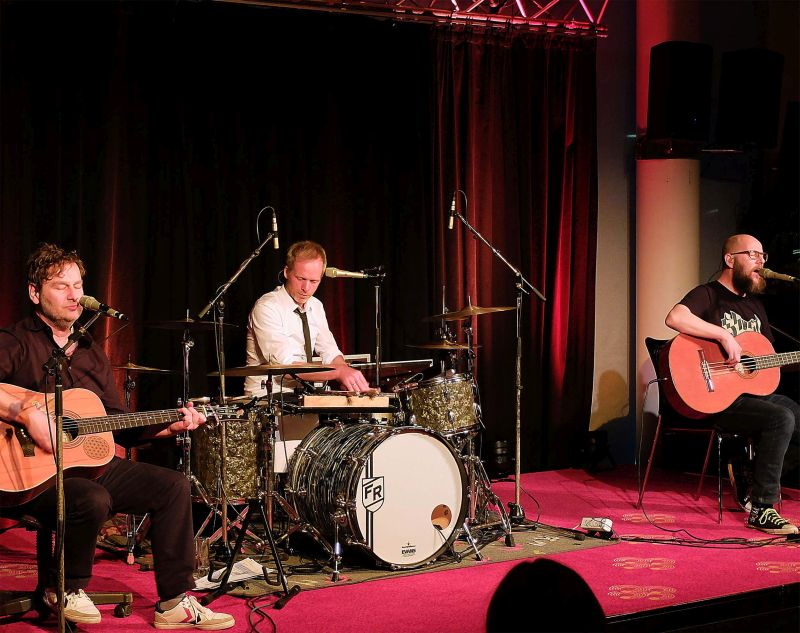 Die Bananafishbones aud Bad Tölz: Sebastian Horn (Gesang, Gitarre), Peter Horn (Gitarre, Keyboard) und Florian Rein (Schlagzeug).