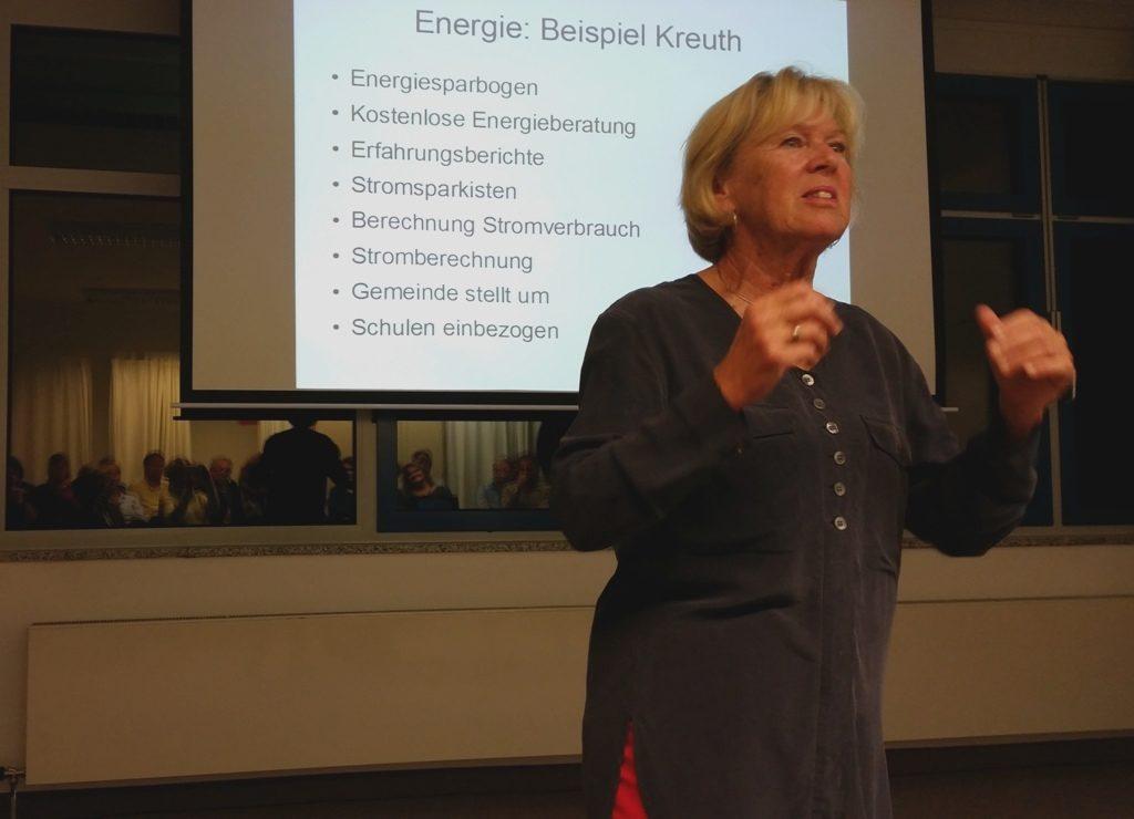 Monika Ziegler im Vortrag Anders wachsen: Kreuth spart Strom