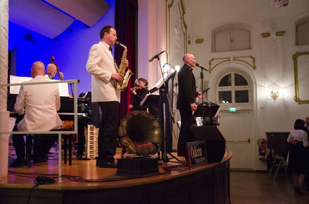 Odeon Tanzorchester auf der Bühne