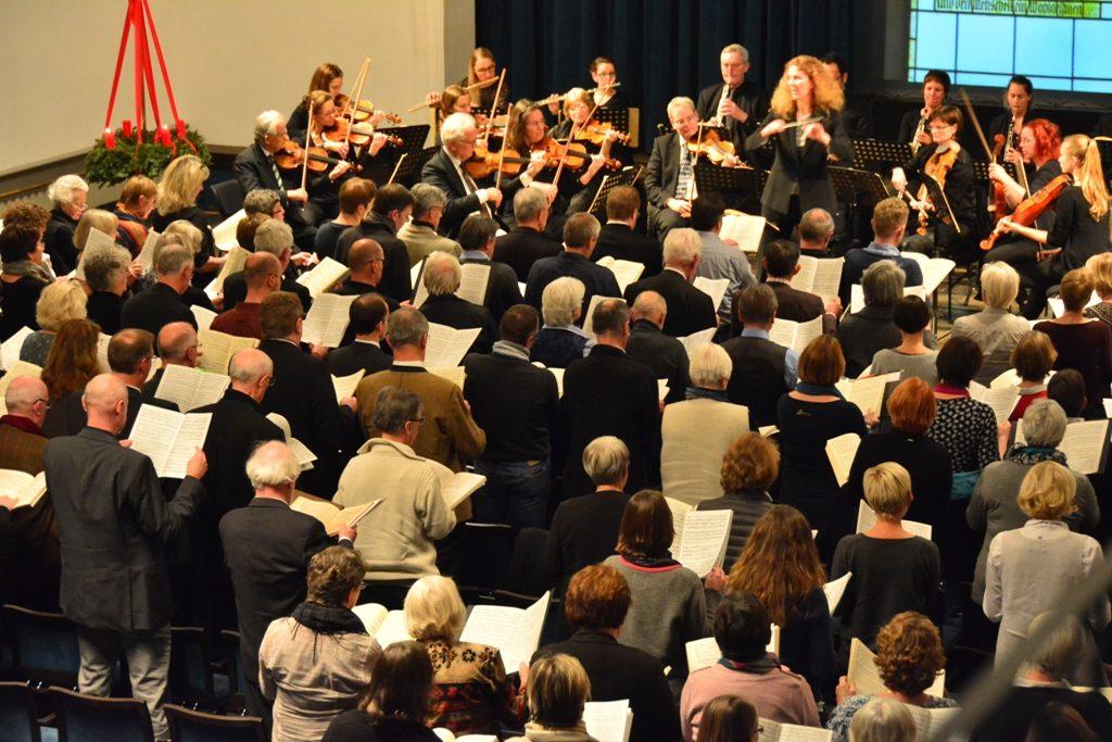 Singalong: Chor und Orchester unter Leitung von Andrea Wehrmann