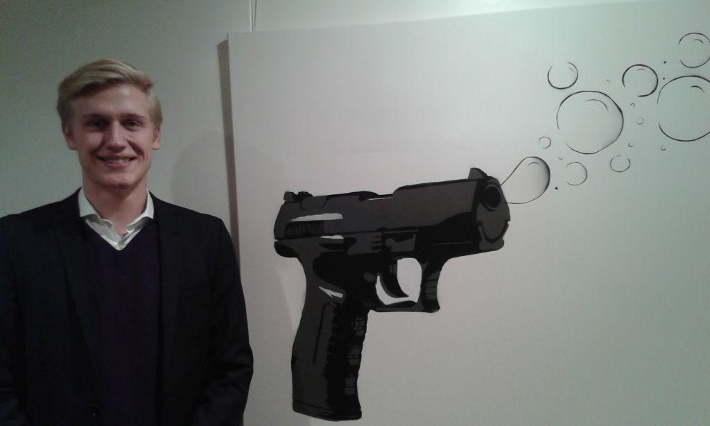 """Fritz Buziek mit seinem Werk """"Remington"""" - von Kunstlehrer Michael Petters ermuntert"""