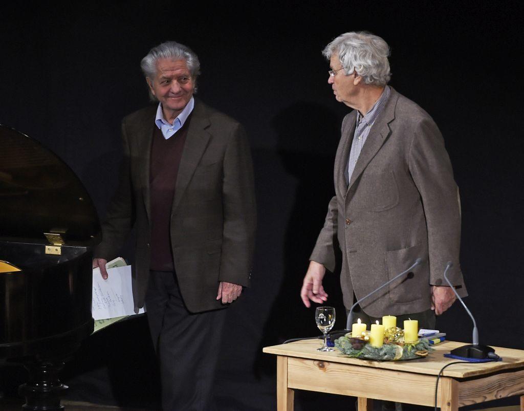 Wolfgang Leibnitz und Gerhard Polt beraten über die Zugabe