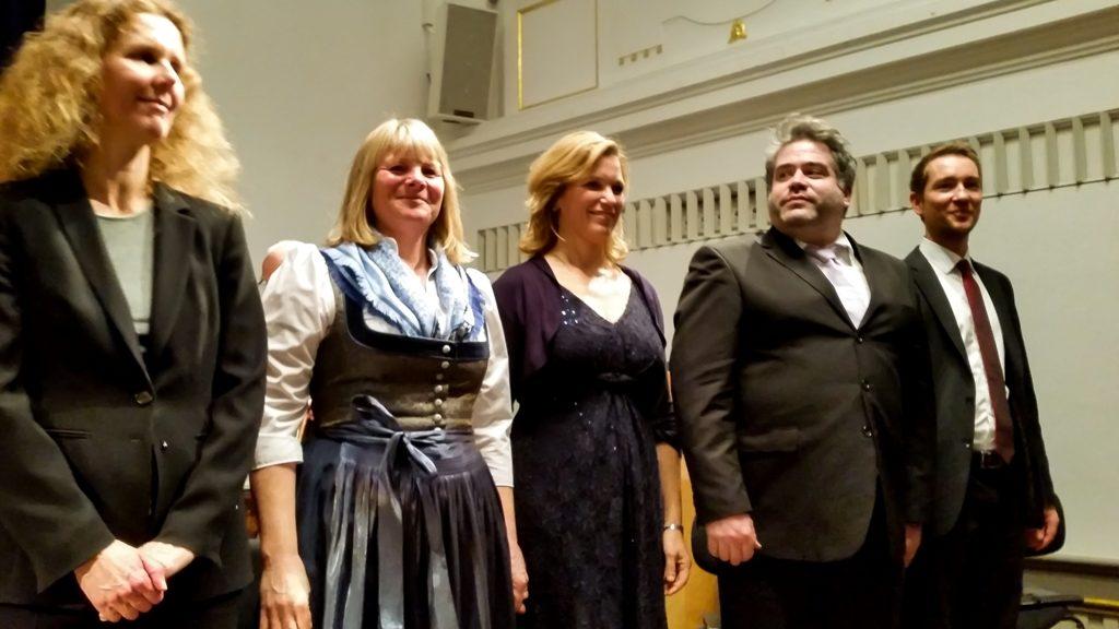 Singalong: Andrea Wehrmann, Barbara Pischetsrieder, Kerstin Rosenfeldt, Virgil Hartinger, Daniel Hinterberger (Solisten v.l.)