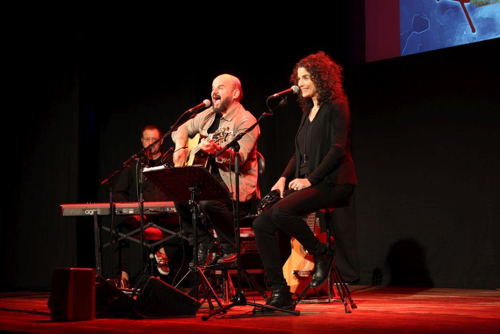 Bluatschink: Margit und Toni Knittel und Paul Pfurtscheller am Keyboard