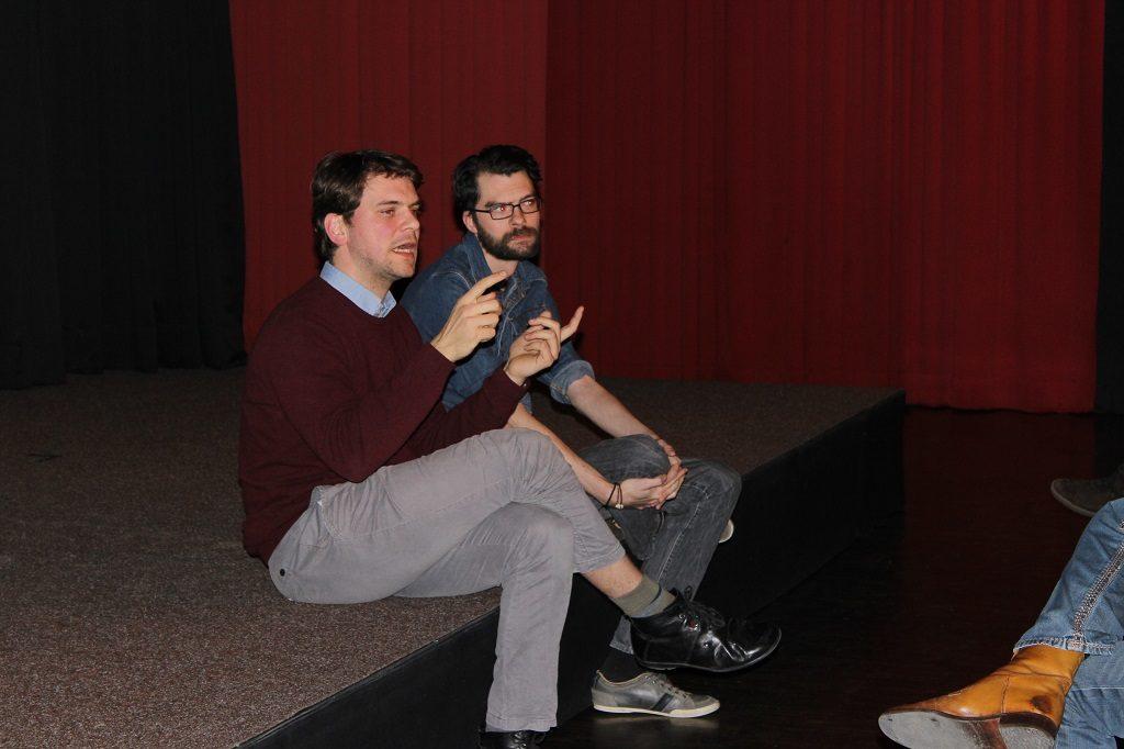 Film Grundrauschen - Filmemacher Friedrich Rackwitz (li) und Drehbuchautor Christian Aichner (re) bei der Diskussion im Fools-Theater