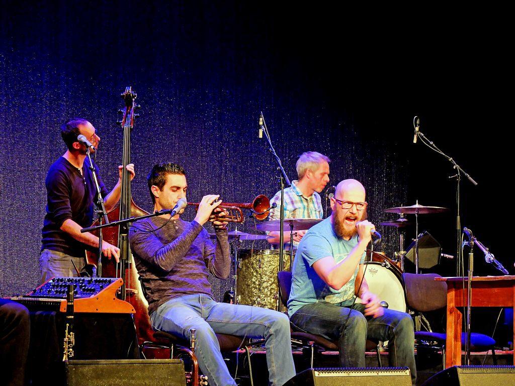 Dreiviertelblut auf der Bühne: Benny Schäfer, Dominic Glöbl, Florian Rein, Sebastian Horn (v.l.).