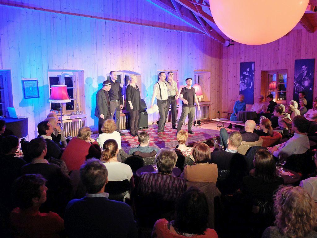Cash-n-Go heizen dem Publikum ein in der Alten Tenn am Tannerhof