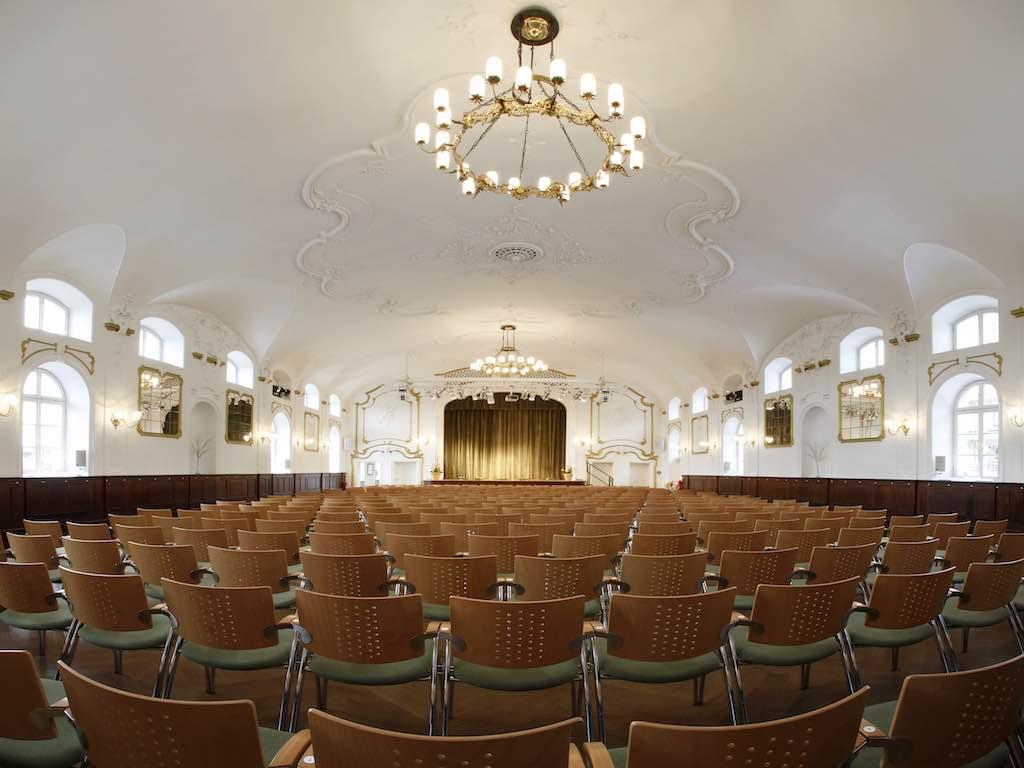Der barocke Festsaal vom KULTUR im Oberbräu fasst 400 Zuschauer