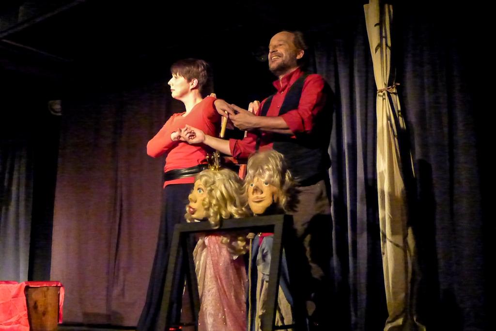 Theatergruppe Spielspur: Anja Erbricht und Thomas Zimmermann im Foolstheater im Kultur im Oberbräu Holzkirchen