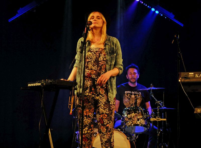 "Frontsängerin Christina Stimpel von ""JANAJA""beim Bavarian Beats Festival"