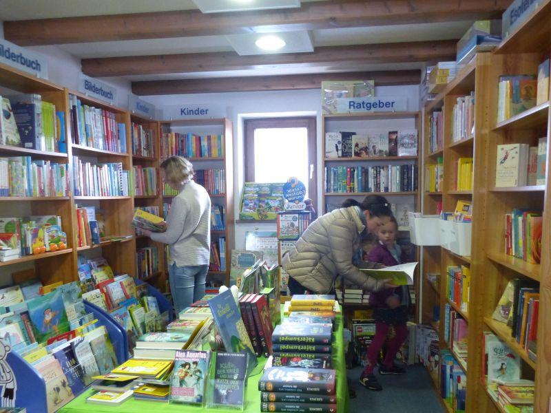 Kinder und Jugendliche werden immer fündig in der Bücheroase. Foto Hannah Miska