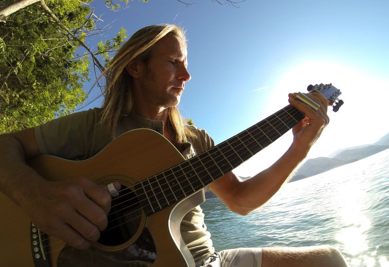 Blues Harp-Virtuose und versierter Slidegitarrist: Ferdl Eichner