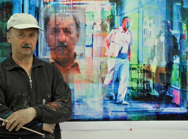 """Horst Hermenau vor seinem Bild """"Der Beobachter"""""""