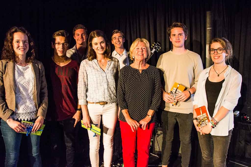 Die Schüler der FOS Holzkirchen und Bad Tölz mit Monika Ziegler